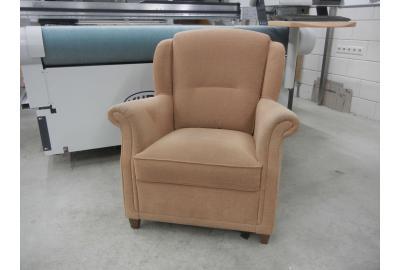 Herstoffering van een fauteuil afbeelding is met oude bekleding