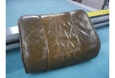 Hocker Voetenbankje stofferen met zwart meubelleer