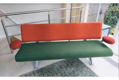 Opnieuw bekleed Artifort bank met meubelstoffen ploegwool