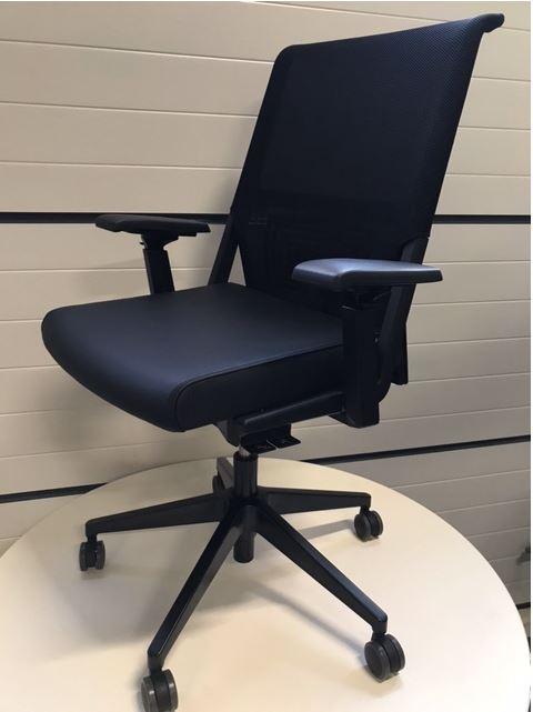 bekleden van comforto bureaustoelen